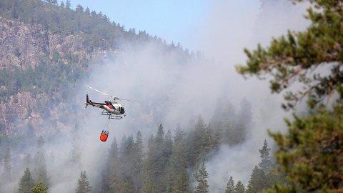 BYKLE: Førre veke deltok Airlift AS i brannsløkking i Setesdal i Bykle kommune.