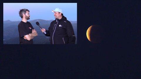 LIVE: Runar Sandnes og Alf Vidar Snæland leia direktesendinga av måneformørkinga frå Hafstadfjellet.