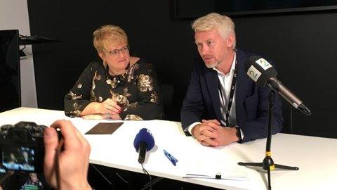 FRÅ SIGNERINGA: Sjefsredaktør og toppsjef i TV 2, Olav Sandnes, og kulturminister Trine Skei Grande signerte onsdag avtale om komersiell allmennkringkasting.