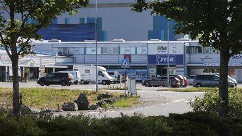 UNDERSKOT: Sportsbutikken på Evja i Florø gjekk med underskot kvart år sidan starten i 2010.