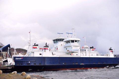 RAUK I HOP: MF Davik er ute av trafikk på grunn av samanstøyten med MF Nordfjord. Her ligg begge ferjene til kai laurdag ettermiddag. Nordfjord går i trafikk på Askvoll – Fure – Gjervik.