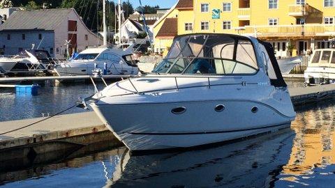 ASKVOLL: – Det er ikkje naturleg å gå inn i båten til nokon for å ta bilde, seier Helge Follevåg.