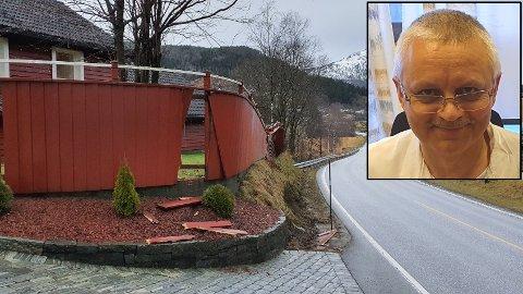 KNUST: Aliaksei Labusau er lege ved sjukehuset i Førde. Laurdag opplevde han at gjerdet hans blei knust av eit lastebildekk.