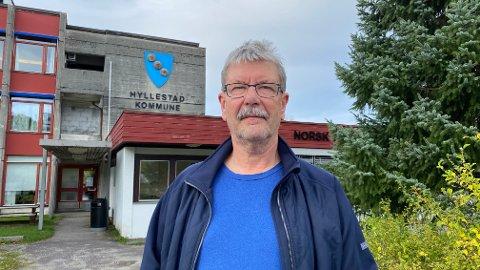 KONTROLL: FHI er i Hyllestad for å hjelpe til med smittesporing. Dette er ordførar i Hyllestad, Kjell Eide glad for. Han er også glad for at det no er kontroll på smitten.