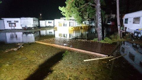 MYKJE VATN: Stormfloda øydela fleire golv på Gloppen Camping og Fritidssenter.