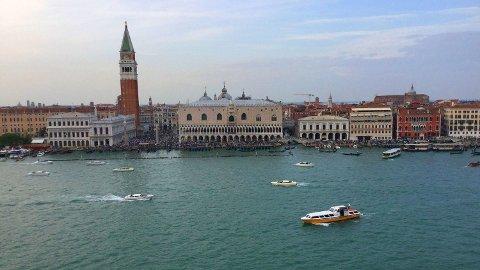STADIG DYRARE: Krona har aldri vore svakare mot Euro enn no. Her frå Venezia i Italia, eit av landa det er blitt dyrare å reise til. Karnevalet i Venezia vart nyleg avlyst grunna koronaviruset.