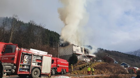 TOTALSKADD I BRANN: Det var fredag 12. mars at naudetatane rykte ut etter melding om brann i eit bygg på Kjos i Hafslo i Luster.