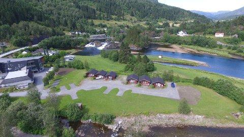 CAMPINGPLASSEN: Drivarane ser etter nokon som vil ta over campingplassen i Naustdal.