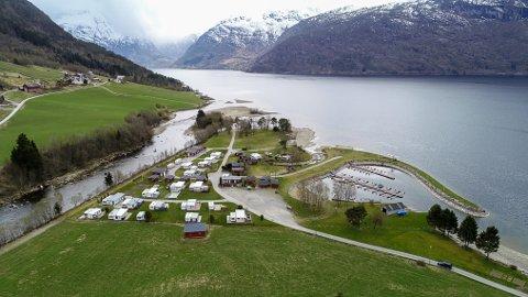 MISSER AREAL: Grunneigar Ola Hetle ønskjer ikkje lenger å leige ut areal til Reed Camping & Fritid. Det går no også utover campinggjester, då Hetle heller vil dyrke gras på arealet frå 30. juni.
