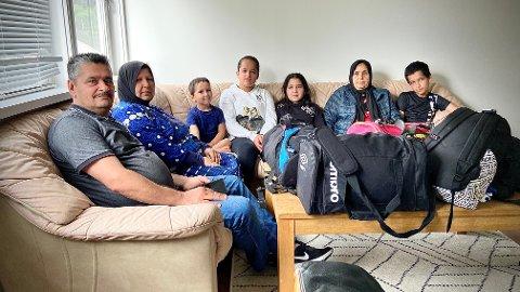 NYTT HÅP: Bagasjen er pakka, men reisa er i det blå. Frå venstre: Ahmad Obeid Alsaid, Karimeh Shaaban Ghazal, Youssef Ahmad Alsaid, Raghed Ahmad Alsaid, Hamida Ahmad Ahlsaid og Ali Ahmad Alsaid.