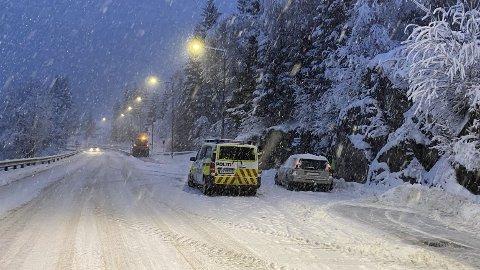 GJEKK GALE: 11. januar i år gjekk det gale for mange sjåførar. Ved Bruland utanfor Førde rykte politiet ut etter at det kom melding om ei ulykke på morgonkvisten. For ei av dei involverte, enda det i retten.