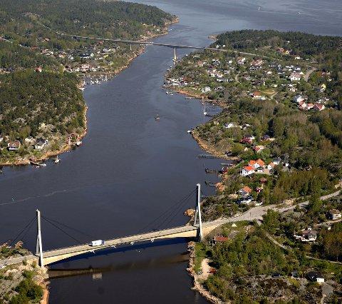 TO PROSJEKTER: Mellom disse bruene er det to rivaliserende havneprosjekter på gang på Kjøkøysiden. Nå skal kommunen ta stilling til planene. (Arkivfoto: Erik Hagen)