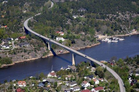 Rustes opp: Fylkespolitikerne vil ha en langsiktig løsning, ikke en mindre oppussing av Kjøkøysund-brua. Arkivfoto: Geir A. Carlsson