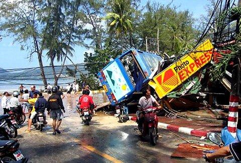 Rasert: Det meste var ødelagt etter at tsunamien slo til. Dette bildet er tatt ved stranden i Patong.arkivfoto: erik gjerløw