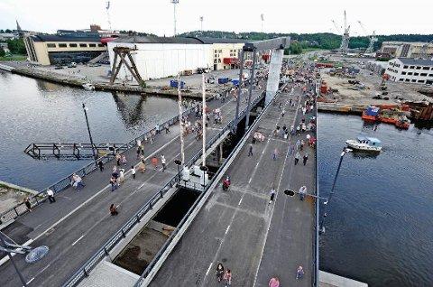GJELD PÅ 677 MILLIONER KRONER: I 2013 ble gjelden på Kråkerøy-forbindelsen nedbetalt med 14 millioner kroner. Det vil gjenstå 620–630 millioner når bomringen kommer i 2017. (Arkivfoto: Geir A. Carlsson)