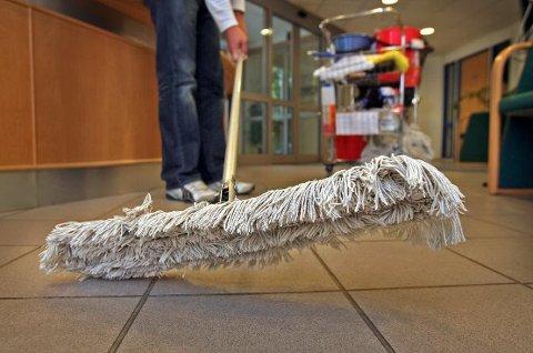 – AKSEPTABELT: Tusenvis av nordmenn betaler svart for å få utført renholdstjenester. Østfoldingene er blant de verste i landet viser en undersøkelse. (Arkivfoto: Geir Hansen)