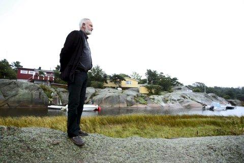Godt bidrag:   Paul Henriksen berømmer vellforeningen for   boken om Siljeholmens historie. Arkivfoto: Nils HARALD ÅNSTAD