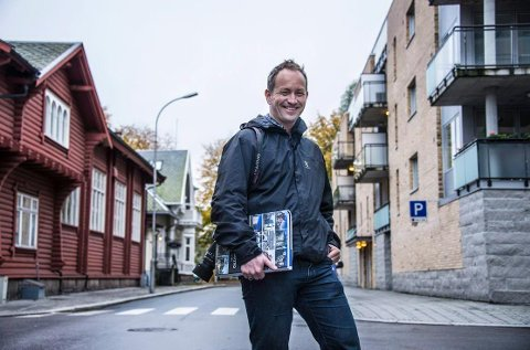 KANDIDAT 9: Lars Ole Klavestad. Forfatter, landskapsarkitekt og kunstner med mange jern i ilden. Ga nylig ut Fredrikstads arkitekturhistorie i ett ruvende bind. Boken er så langt trykket i 2.800 eksemplarer.