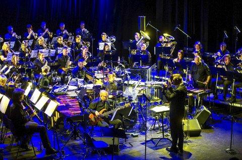 BUNNSOLID: Borge musikkorps leverte en fremragende start på 2015 i Blå Grotte. Chicago ble fremført med pondus og eleganse.Begge foto: Johnny LEO JOHANSEN