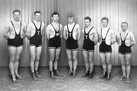 Vant: Disse vant lag-NM i bryting i 1960: F.v.: Odd Kjell Gundersen, Per Karlsen, Ragnar Kristiansen, Kai Fauli, Roar Martiniussen, Arne Wernersen og Dagfinn Jacobsen.