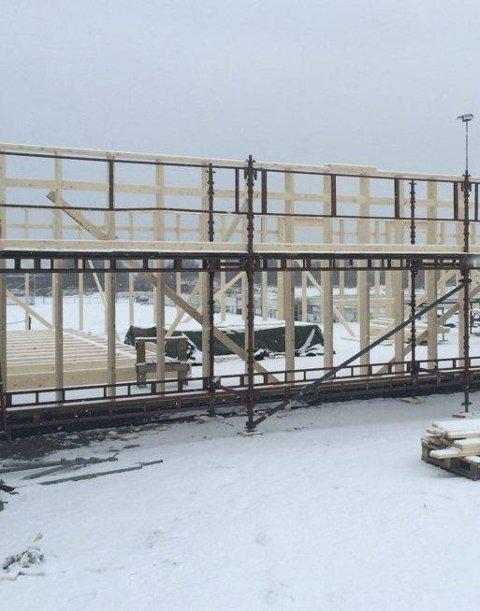 NY BRYTEHALL: Slik er status for den nye brytehallen som skal stå ferdig oppført i august.
