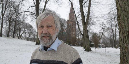 Gir seg: I 1980 flyttet Per Lebesby og kona til Onsøy, og siden 1997 har han vært en markant stemme i KrF og Fredrikstad-politikken. I bystyresalen har han gjort seg bemerket med blant annet tørrvittige og humoristiske innlegg og replikker.