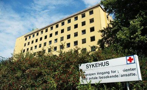 DYRT: Sykehuset Østfold sliter med at mange ikke møter til avtalt time ved poliklinikkene. Løsningen er et høyere gebyr.