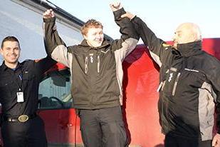 ÅRETS LÆRLING: Feierlærlingen Jahn Markus Lorentzen i Fredrikstad er kåret til Årets lærling 2014 i Østfold. Her er han sammen med veileder Stian Christoffersen (t.v.) og feiermester Gunnar Pettersen.