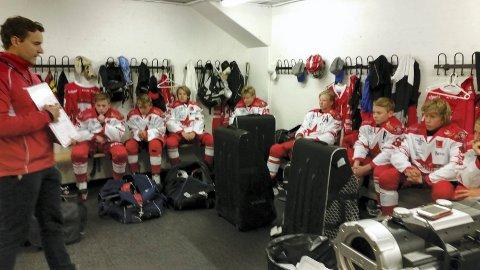 NY SJANSE: Hockeygutta skal søndag ut i kamp om andreplassen i Aalborglekene. Foto: Vidar Henriksen