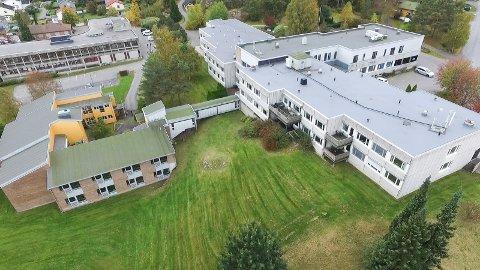 Hele Onsøyheimen skal erstattes: Flertallspartiene vil ha en raskest mulig bygging. Rivingen skal gjøres neste år. Byggingen starter trolig i 2019. (Arkivfoto: Erik Hagen)