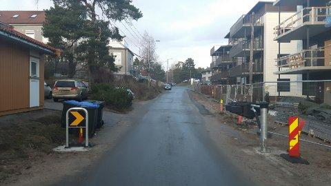 BOM: Her vil bommen i Åsebråtveien komme. (Foto: Fredrikstad kommune)