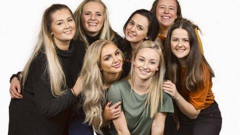 De forteller hvordan det er å være ung jente og slite med prestasjonspresset: Jeanett (21 år), Camilla (23 år), Raja (19), Thea (18), Henriette (15), Martine (18) og Tringa (20). Foto: TV 2