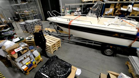 Ingen bølgan blå: Det er snart båtsesong, men for eieren av denne båten kan det bli en kjedelig sommer.
