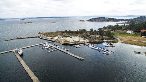 Edholmen: Anlegget ligger flott til på nordsiden av Kirkeøy. Bebyggelsen ble revet for noen år siden, og det kom aldri opp noe nytt. arkivfoto erik hagen