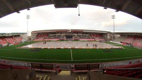 Forberedelsene: Fredrikstad Stadion tar stadig mer form. Over 9.000 billetter er solgt til Winter Classic-oppgjøret 21. januar. (foto: Erik Hagen)