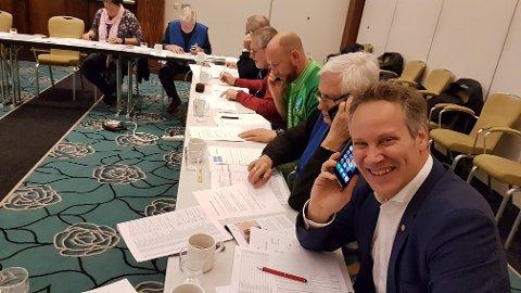 RINGEDUGNAD: Med ordfører Jon-Ivar Nygård i spissen ringte politikere, næringslivsledere og frivillige onsdag til 1.200 personer, som tyvstart på årets TV-aksjon.