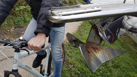 IKKE FORNØYD: – Fremdeles farlig, mener naboer om plassering av båter i vinteropplag langs Glommastien på Nabbetorp.