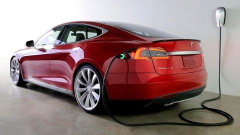 Blir det like mye sverestøv fra denne bilen som fra en bensin- eller dieselbil, spør Asbjørn Fjeld.