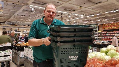 DYRT: Kunder som stjeler en par hundre slike i året koster oss rundt 30.000 kroner hvert år, sier Coop Mega-sjef Bjørn Norum.