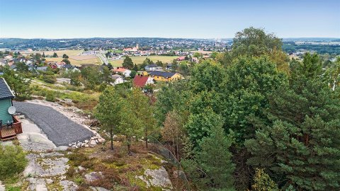 Denne tomta i Bregneveien på Rolvsøy koster 1,8 millioner kroner.