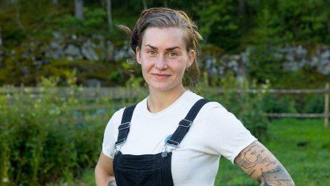Havnet på legevakta: Camilla Cox Barfot som bor på Viker var på byen i Tønsberg,  sammen med blant annet «Farmen»-venninnen Eunike Hoksrød,  da hun ble slått rett ned.