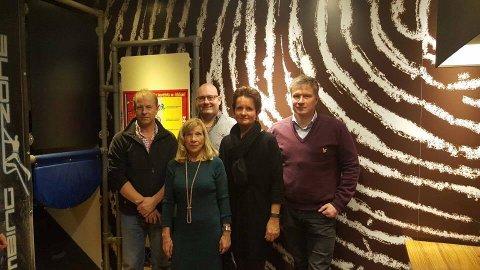INNSAMLING Rune Kristiansen, Sølviann Nilsen, Svein Wilskow, Cecilie Grønli og Gjermund Torp er initativtakere til kronerullingen for å gjenoppta driften av Moss Lufthavn Rygge. (Foto: Privat)