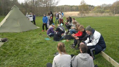 Feltarbeid: Her er elever fra Miljøforsk på ekskursjon. Praktisk arbeid har vært bærebjelken i tilbudet som forsvinner fra høsten.