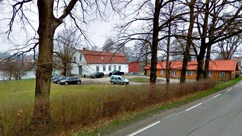 Avvikler skole neste sommer: Østfold fylkeskommune leier lokaler i denne bygningen i Nabbetorpveien. (Foto: Fra Google maps)