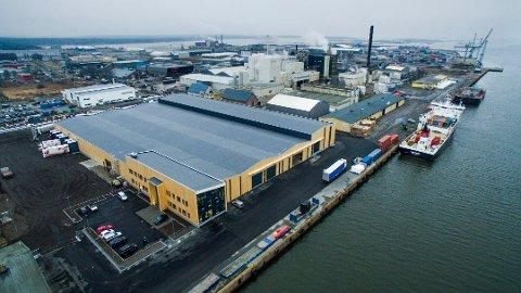 Imponerende nybygg: Borg Havn har investert 95 millioner kroner i lageret for Nor Lines. Transportbedriften flyttet inn rett etter nyttår. (Arkivfoto: Erik Hagen)