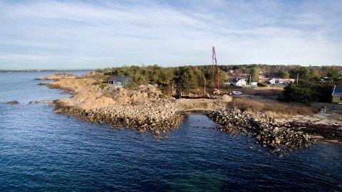 Byggestrid: Her har en Fredrikstad-familie bygget hytte på Skjæløy. Bildet er fra byggestart i høst.