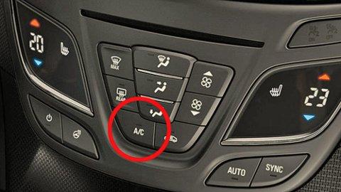 Mange biler har aircondition – men det er ikke alltid det blåser kald og frisk luft av den grunn. Løsningen kan heldigvis være ganske enkel. Illustrasjonsfoto