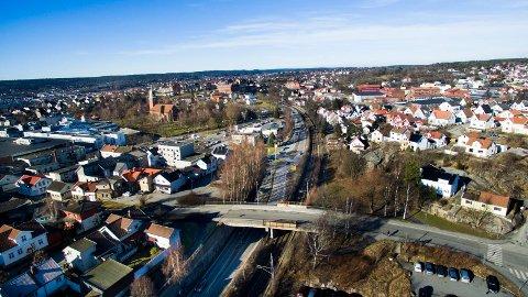 Stort prosjekt: Her skal Fredrikstad få nystasjon når dobbeltsporet bygges ut. Rolf M. Gjermundsen mener det er flere argumenter som taler for at «rett linje» ikke bør gravlegges for godt.