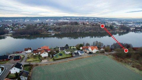 Brua kommer her: Flertallet i formannskapet ville ha traseen fra Bjørnengveien, ved fylkesvei 109, over Omberg til Moum og med tilkobling til riksvei 111 ved Torp nord. (Illustrasjon: Erik Hagen og Lill Mostad)