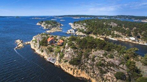 Kostbar skjærgårdsidyll: For 16,9 millioner kroner får du denne holmen og hytta. Øye ligger vest for Nordre Sandøy.